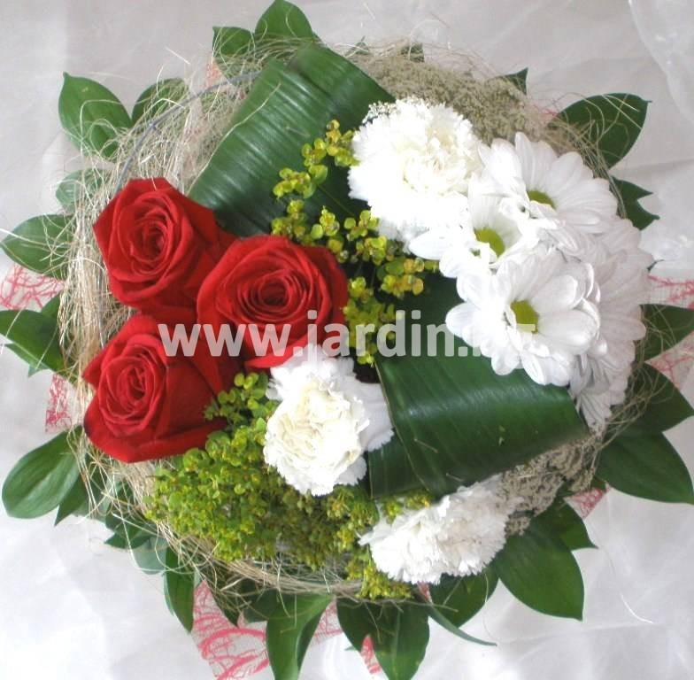 37-delivery-to-bourgas-roses-chrysanthemum-delivery-bouquet – Копие