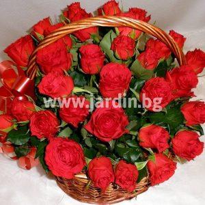 """Кошница с рози """"Поверително С Любов"""""""