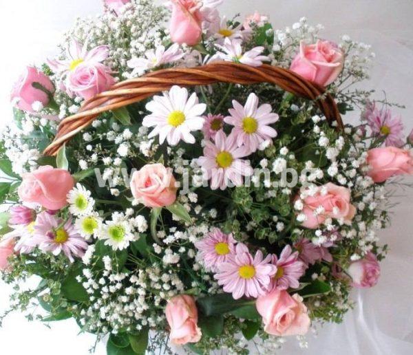 Кошница розови рози