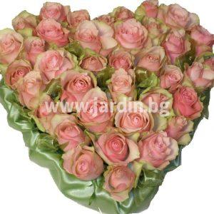 Arrangement Roses and Satin