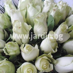 букет с бели рози