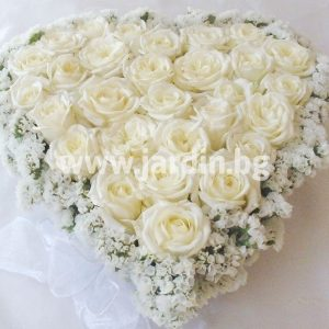 heart with white roses