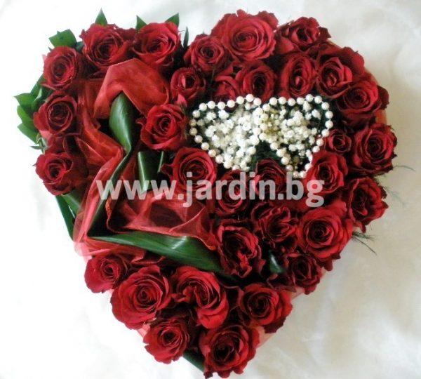 """сърце с рози """"Любов"""""""