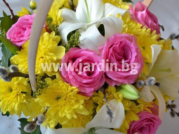 Кошница с рози и лилиум