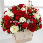 Коледна кошничка с рози