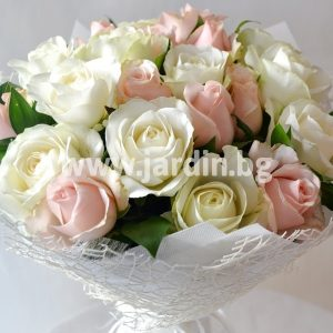 "Bouquet ""Exquisitely with roses"""