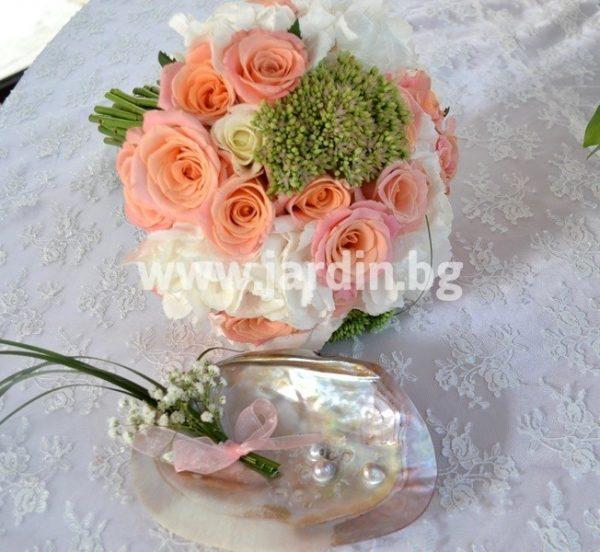 сватбен букет хортензия и рози