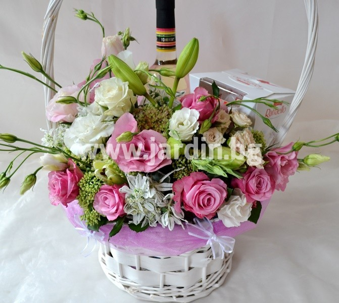 basket_flowers_wine_and_candy (1)