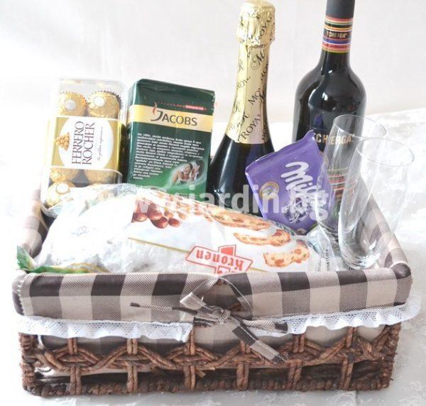 Кошница с вино,бонбони и сладкиши 2