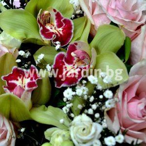 Букет Розови рози и цимбидиум