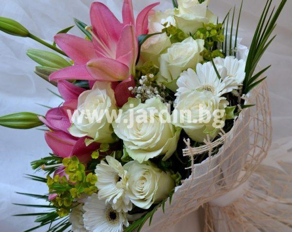 Букет Лилиум и бели рози