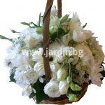 кошничка с бели цветя 1
