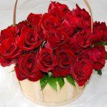 Кошница червени рози