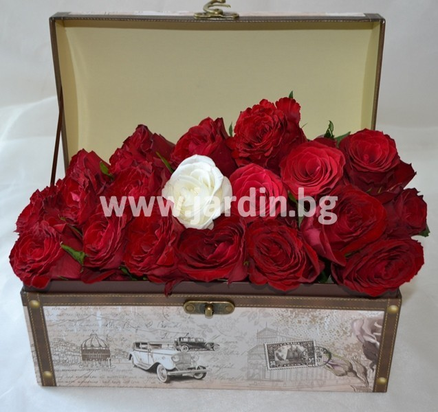 red_roses_in_box (1)