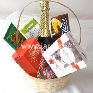 "Basket ""candy and sparkling wine"""