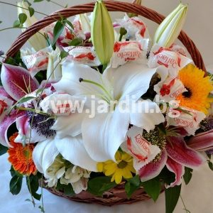 "Basket ""Flowers and Raffaello"""