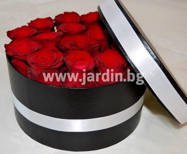 Червени рози в кутия №9