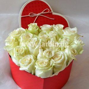 Белые розы в коробке №6