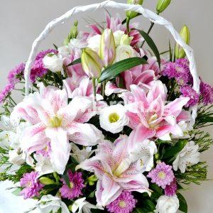 """(Български) кошница """"С магията на цветята"""""""