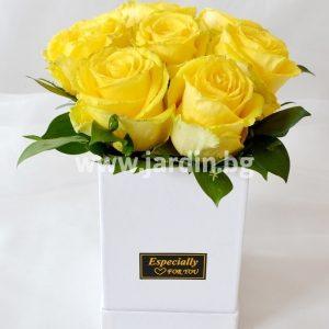 Розы в коробке №13