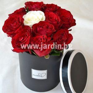 Розы в коробке №15