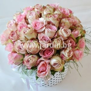 Розы в коробке №17