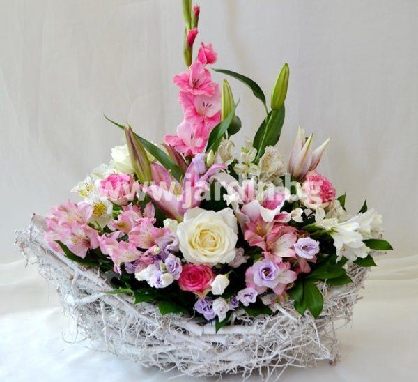 Аранжимент Лодка с цветя