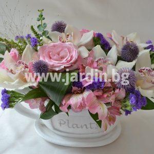 """Аранжимент """"Орхидеи и рози"""""""