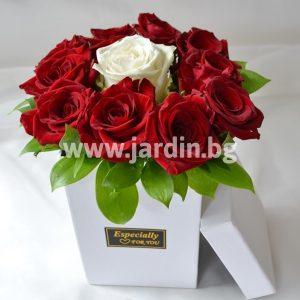 Розы в коробке №16