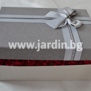 Roses in box, letter of roses