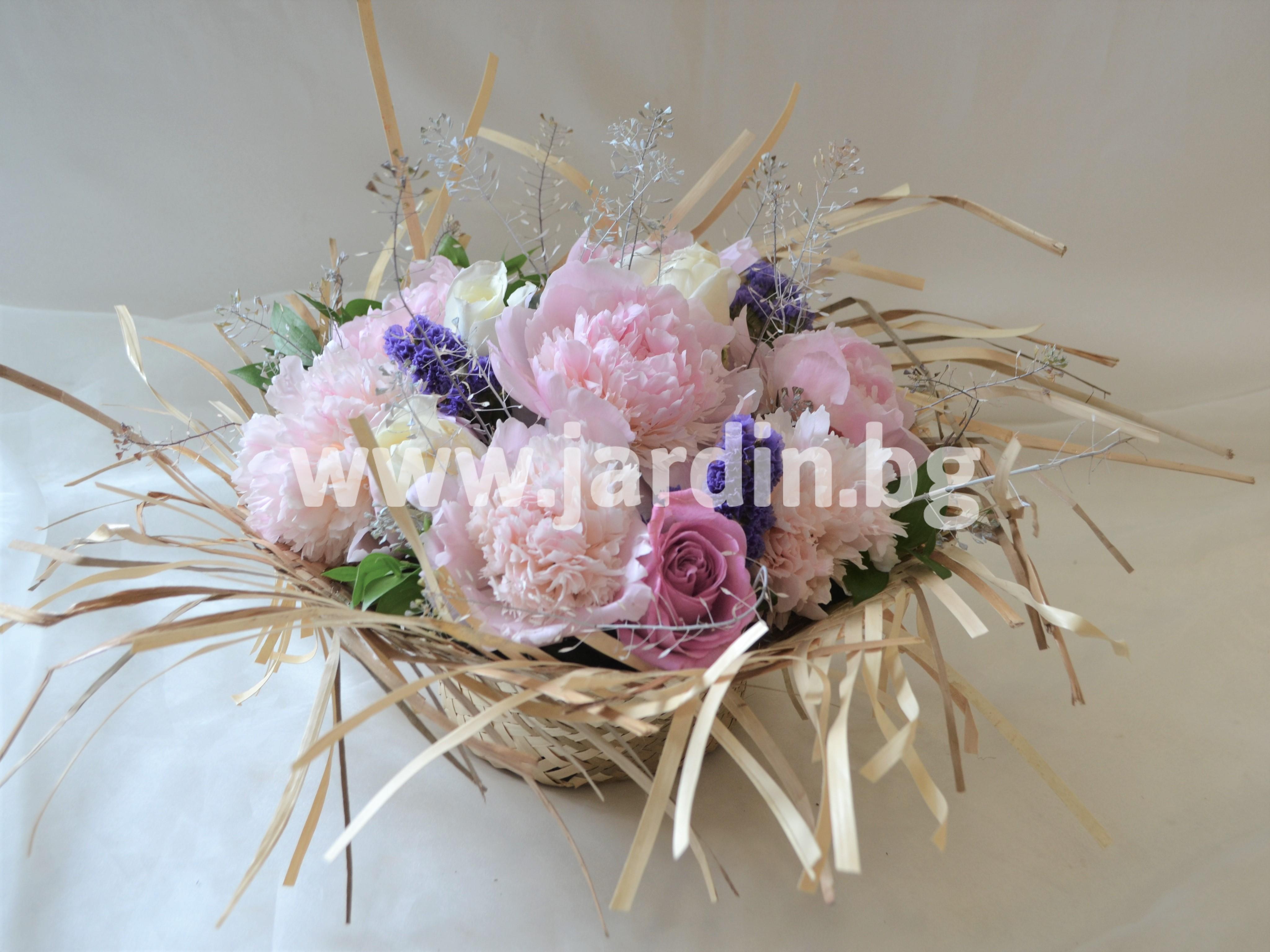 аранжимент-божури-рози (1)