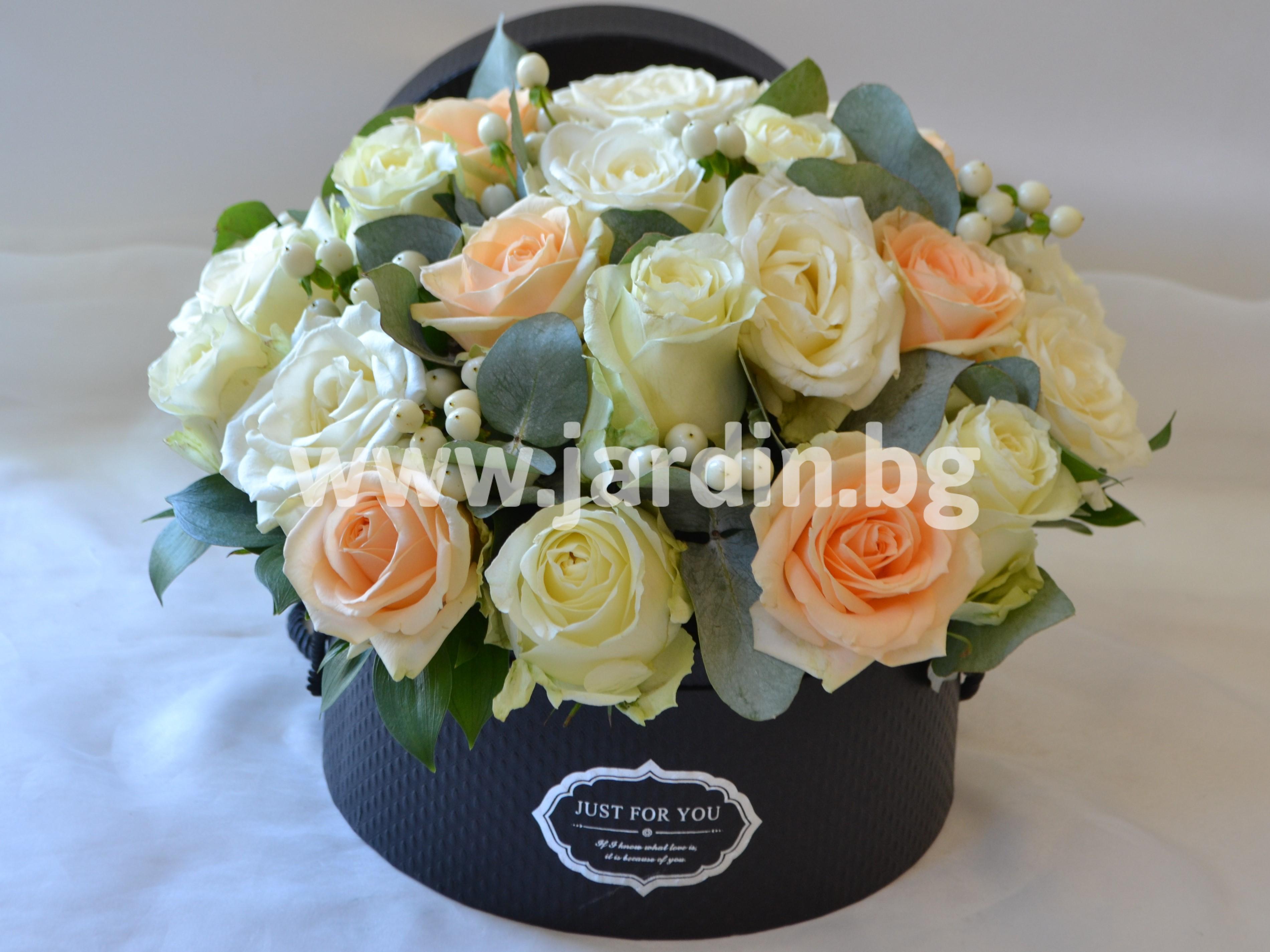 доставка-на-цветя-в-кутия (1)