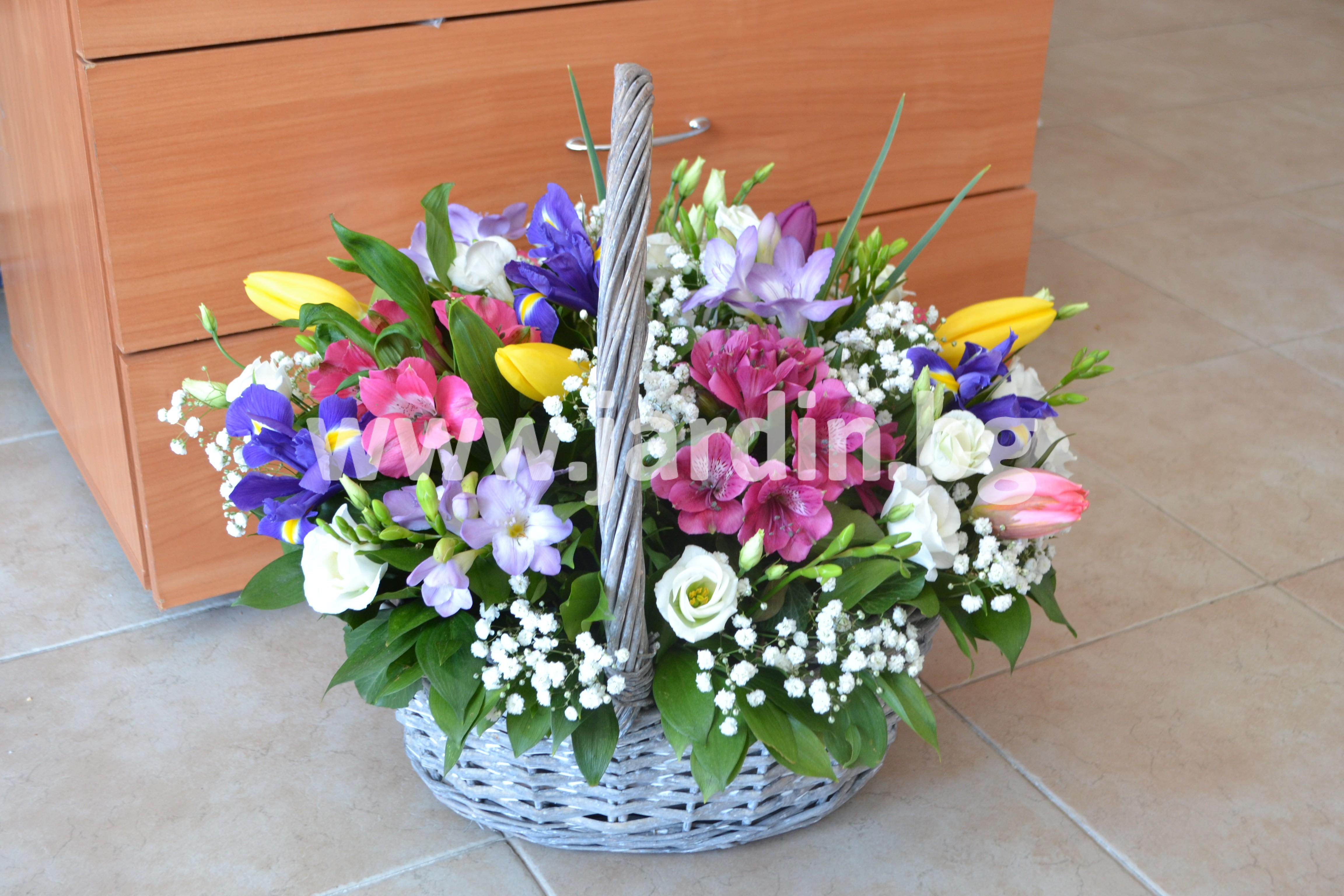кошница-красиви-пролетни-цветя (1)