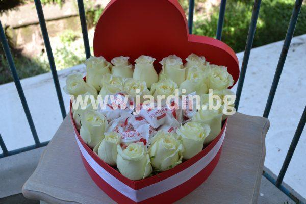 Рози в Кутия и Бонбони Raffaello