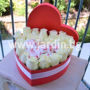 Розы в коробке и конфеты Рафаэлло