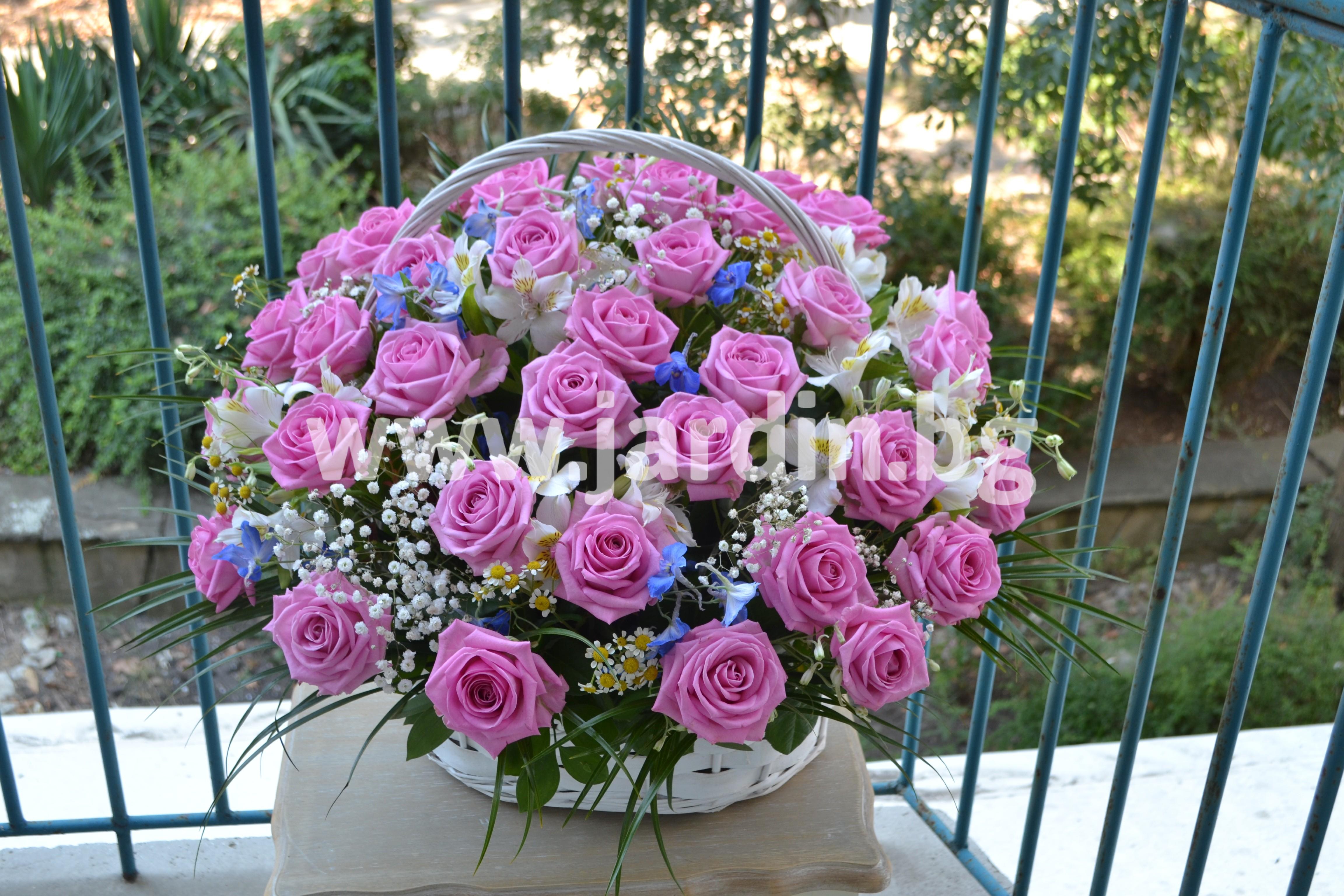 кошница-розови-рози (4)